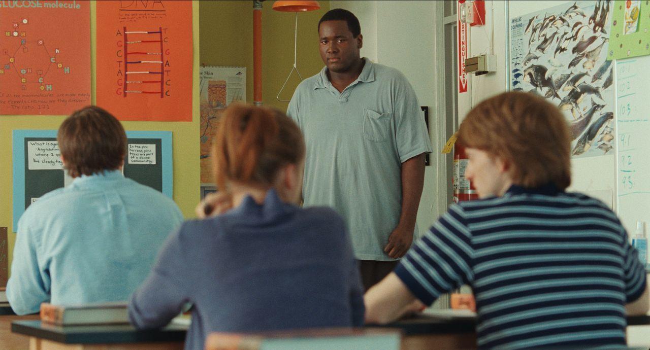 Ahnt noch nicht, dass sich sein Leben bald ändern wird: Michael Oher (Quinton Aaron) ... - Bildquelle: Warner Brothers