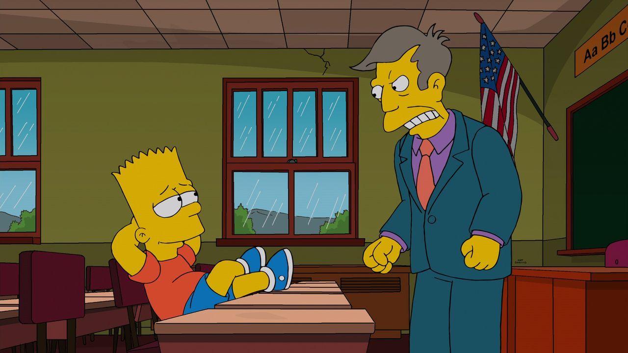 Bekommt Ärger von Rektor Skinner (r.), weil er ein Gerücht in die Welt gesetzt hat, dass eine nackte Frau das Mittagessen serviert: Bart (l.) ... - Bildquelle: 2014 Twentieth Century Fox Film Corporation. All rights reserved.