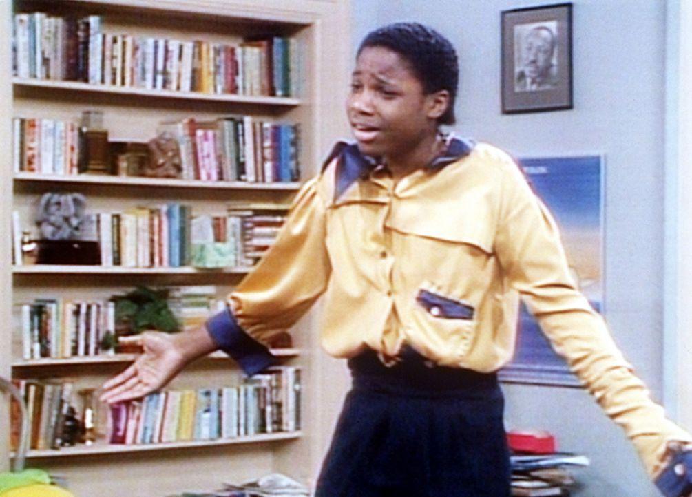 Denise hat für Theo (Malcolm-Jamal Warner) ein Hemd genäht, aber der ist mit dem Resultat alles andere als zufrieden. - Bildquelle: Viacom