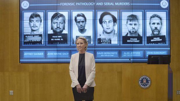 Die Rekruten treffen in Quantico auf Dr. Susan Langdon (Anne Heche), eine ehe...