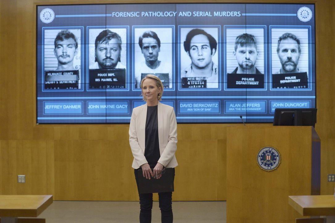 Die Rekruten treffen in Quantico auf Dr. Susan Langdon (Anne Heche), eine ehemalige FBI-Agentin und Profilerin, die ihnen beibringen soll, wie man u... - Bildquelle: Philippe Bosse 2015 ABC Studios