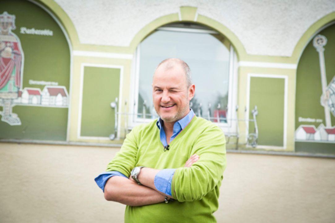 """Retter in der Not: Frank Rosin setzt alles daran, den """"Landgasthof Schmid - Zum Spatzl"""" wieder auf Vordermann zu bringen - doch dafür muss das Küche... - Bildquelle: kabel eins"""