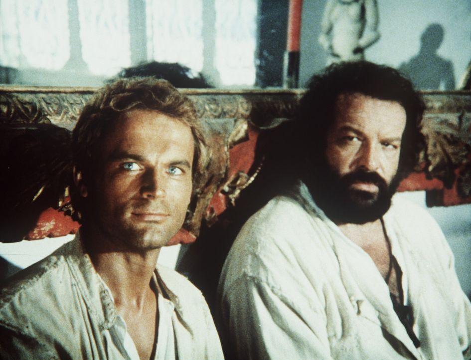 Pater J. (Terence Hill, l.) und Pater Pedro (Bud Spencer, r.) predigen auch mit den Fäusten, wenn es sein muss ... - Bildquelle: Tobis Filmkunst