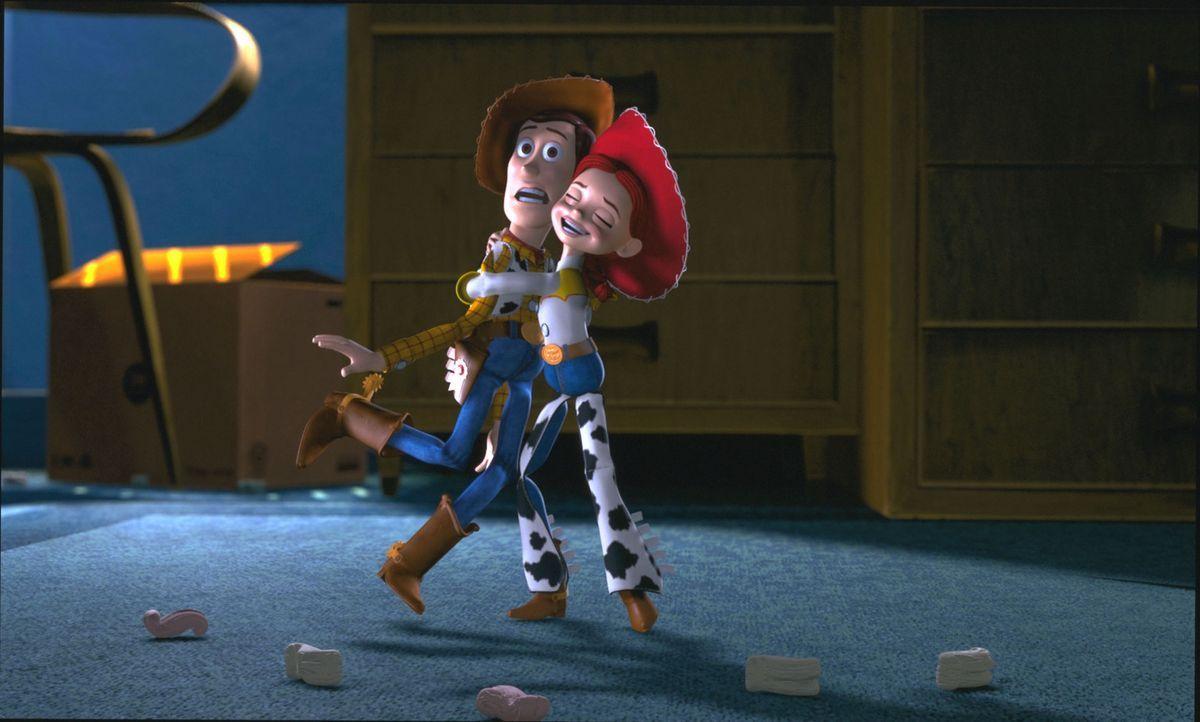 Während Buzz und einige andere Spielzeuge nach Woody, l. suchen, ist dieser plötzlich gar nicht mehr so wild darauf, zurückzukommen, denn er lernt d... - Bildquelle: Buena Vista International Television