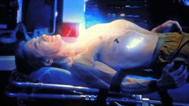 Josh Butler (Alex McArthur) wird auf Herz und Nieren getestet. © TM &    2001...