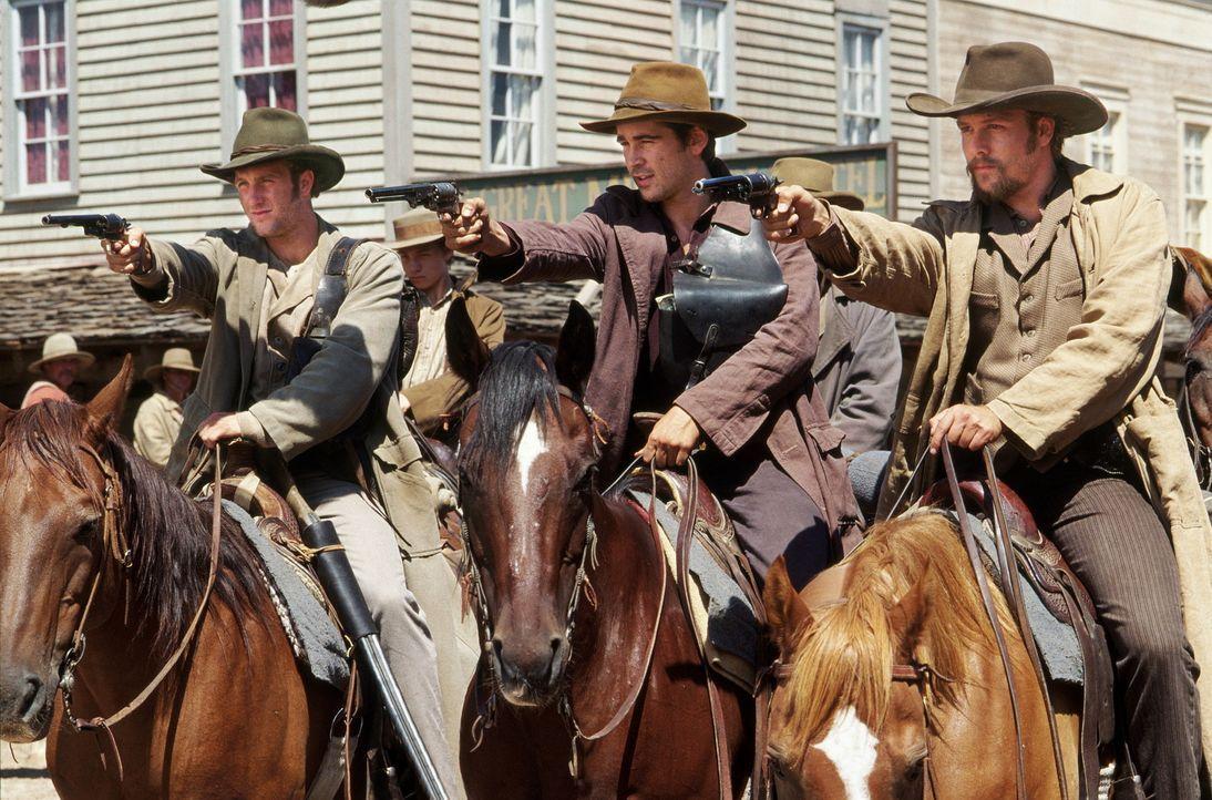 Ende des amerikanischen Bürgerkrieges: Jesse James (Colin Farrell, M.), sein Bruder Frank (Gabriel Macht, r.) und Cole (Scott Caan, l.) haben den K... - Bildquelle: Warner Bros.