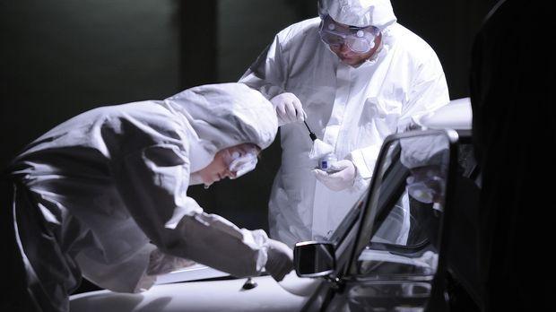Die Forensiker suchen nach Hinweisen auf den Mörder der 78-jährige Hilda Murr...
