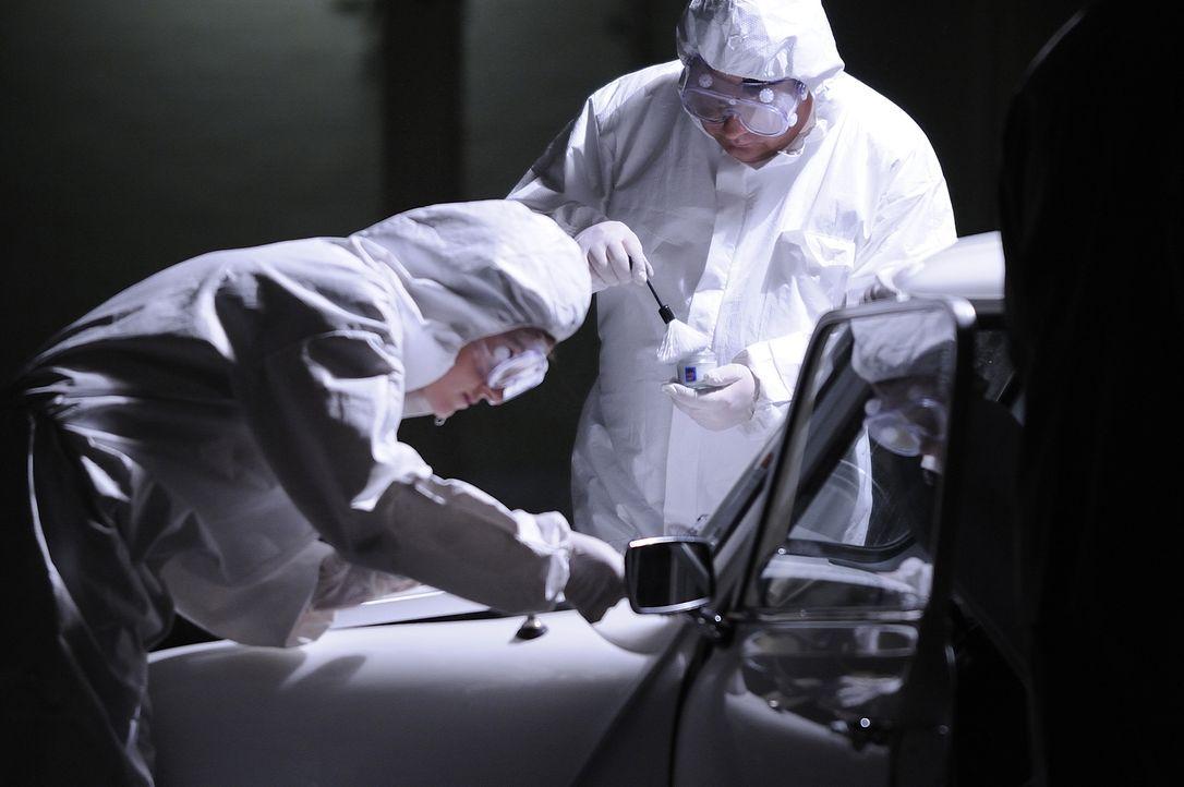 Die Forensiker suchen nach Hinweisen auf den Mörder der 78-jährige Hilda Murrell. Die alte Dame verabscheute die Atomindustrie und wurde möglicherwe... - Bildquelle: Ben Mark Holzberg Cineflix 2008