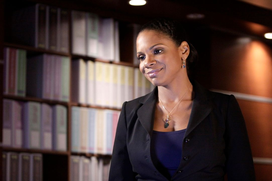 Gerät in eine verzwickte Liebessituation: Naomi (Audra McDonald) - Bildquelle: ABC Studios