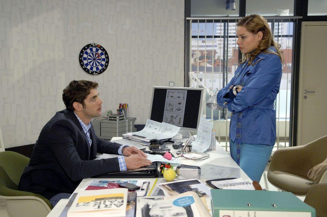 Katja (Karolina Lodyga, r.) versucht Jonas (Roy Peter Link, l.) von einem Neuanfang zu überzeugen. - Bildquelle: Claudius Pflug Sat.1