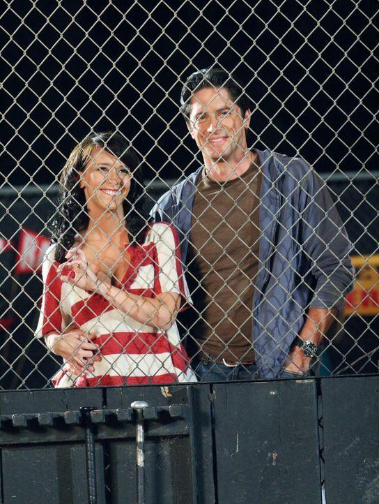 In Grandview ist die Hölle los, die Baseball-Mannschaft steht kurz davor ins  Play-off- Finale einzuziehen. Melinda (Jennifer Love Hewitt, l.) und J... - Bildquelle: ABC Studios