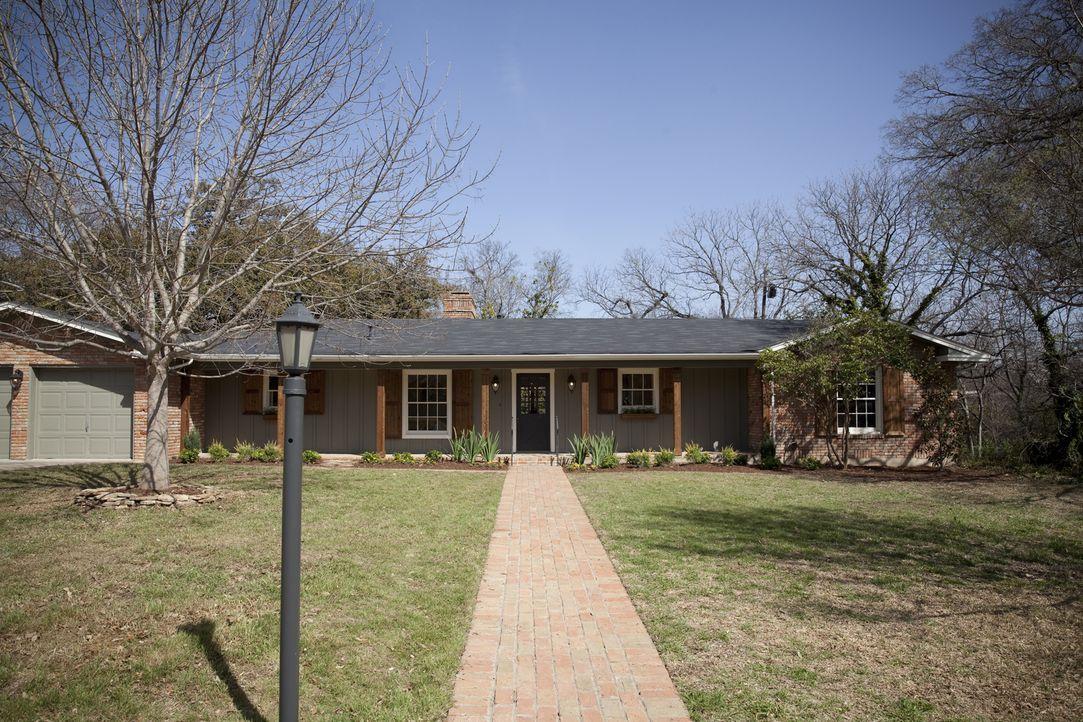 Das Haus der Erwins war ein trister Ort, bis Chip und Joanna aus diesem Gebäude ein Heim gemacht haben ... - Bildquelle: Justin Clemons 2014, HGTV/ Scripps Networks, LLC.  All Rights Reserved.