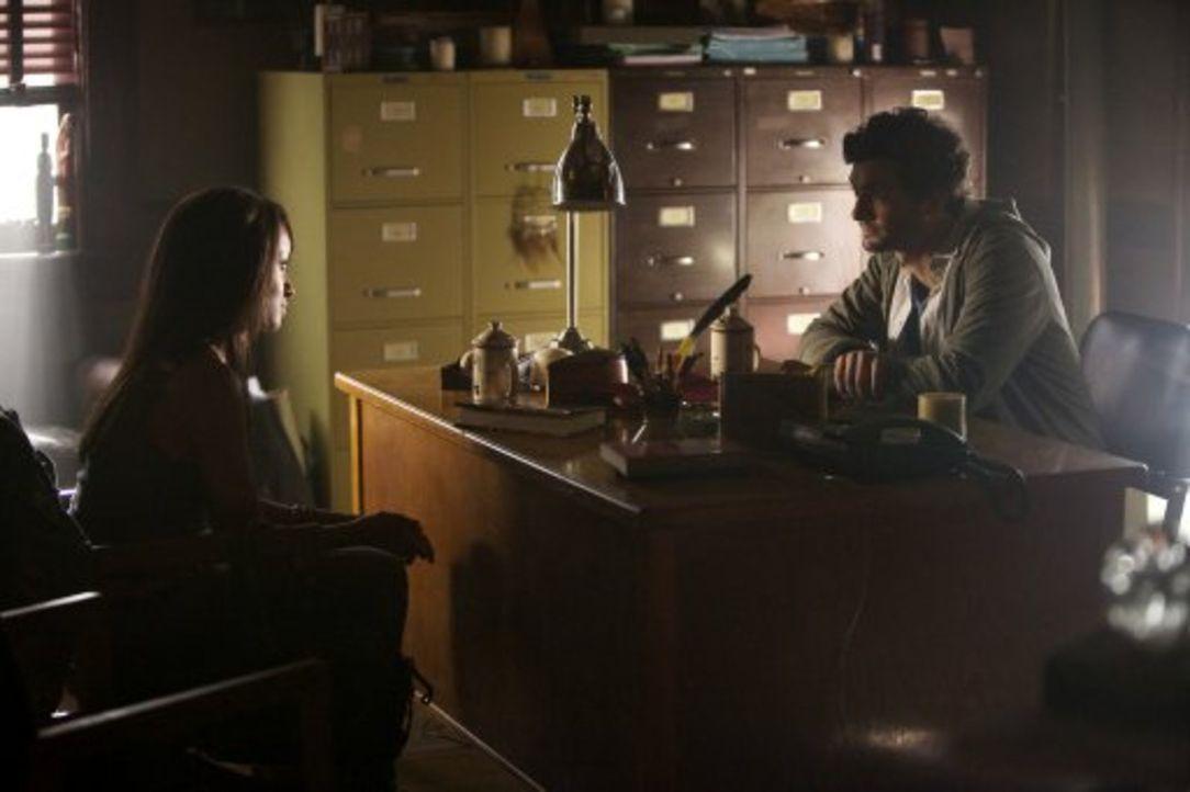 Ohne ihr Wissen nutzt Atticus Shane (David Alpay, r.) Bonnie (Katerina Graham, l.) für seine Zwecke ... - Bildquelle: Warner Brothers