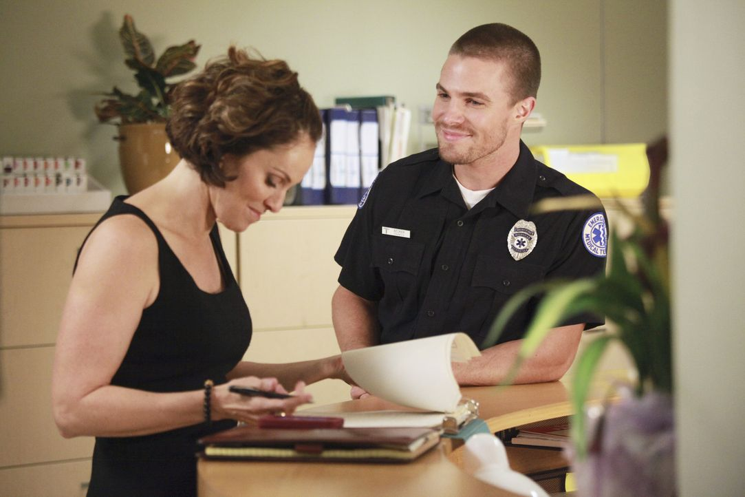 Nach der Trennung von Pete muss sich Violet (Amy Brenneman, l.) an ihr neues Leben als Single gewöhnen und zieht in Erwägung, mit dem jungen, gut... - Bildquelle: ABC Studios