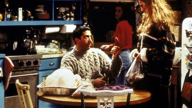 Phoebe (Lisa Kudrow, r.) erklärt Ross (David Schwimmer, l.), dass ein Ungebor...