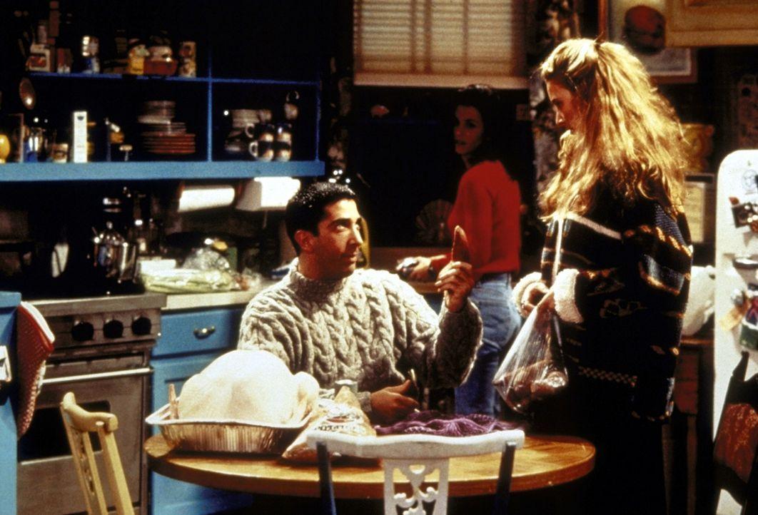 Phoebe (Lisa Kudrow, r.) erklärt Ross (David Schwimmer, l.), dass ein Ungeborenes bereits im Mutterleib vieles wahrnehmen kann. - Bildquelle: TM+  2000 WARNER BROS.
