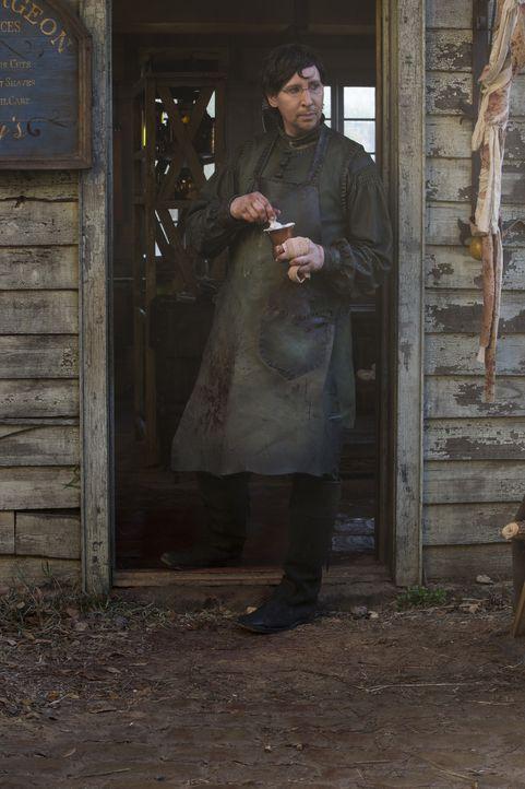 Thomas Dinley (Marilyn Manson) mischt sich in Salems politische Belange ein - im Auftrag der neuen Macht in der Stadt. Unterdessen holt Isaac zum Sc... - Bildquelle: 2016-2017 Fox and its related entities.  All rights reserved.
