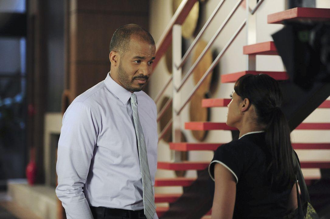Noch ahnt Rosie (Dania Ramirez, r.) nicht, wie intrigant Reggie (Reggie Austin, l.) ist ... - Bildquelle: 2014 ABC Studios