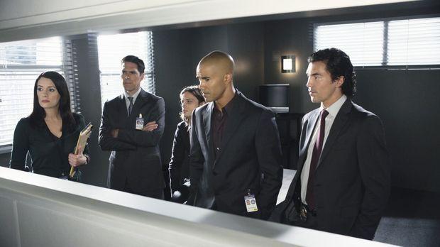 Prentiss (Paget Brewster, l.), Hotch (Thomas Gibson, 2.v.l.), Reid (Matthew G...