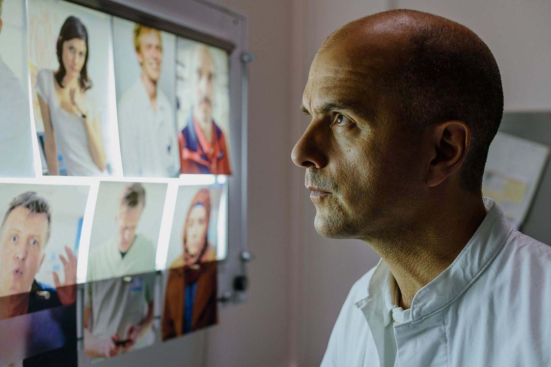 Kreutzer (Christoph Maria Herbst) kommt ins Krankenhaus, weil eine Ärztin in der Tiefgarage totgefahren wurde. Zwischen Not-OPs, vergifteten Hochze... - Bildquelle: Stefan Erhard ProSieben