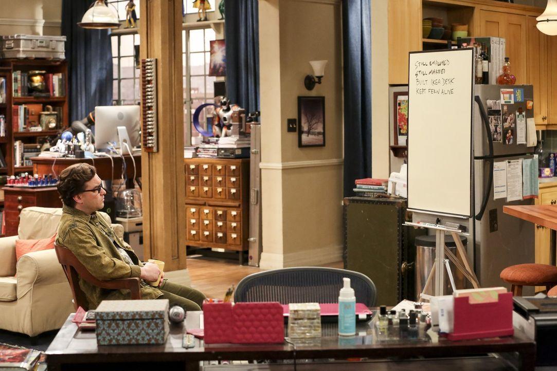 Leonard (Johnny Galecki) entschließt sich dazu, dieses Jahr ebenfalls einen Weihnachtsbrief zu schreiben, um seinem Bruder zu zeigen, dass auch er c... - Bildquelle: Warner Bros. Television