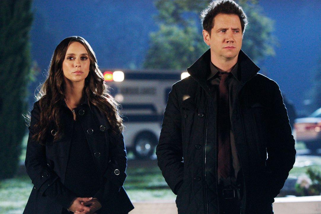 (Jennifer Lovew Hewitt, l.) und Eli (Jamie Kennedy, r.) haben es mal wieder mit einem besonders hartnäckigen Geist zu tun ... - Bildquelle: ABC Studios