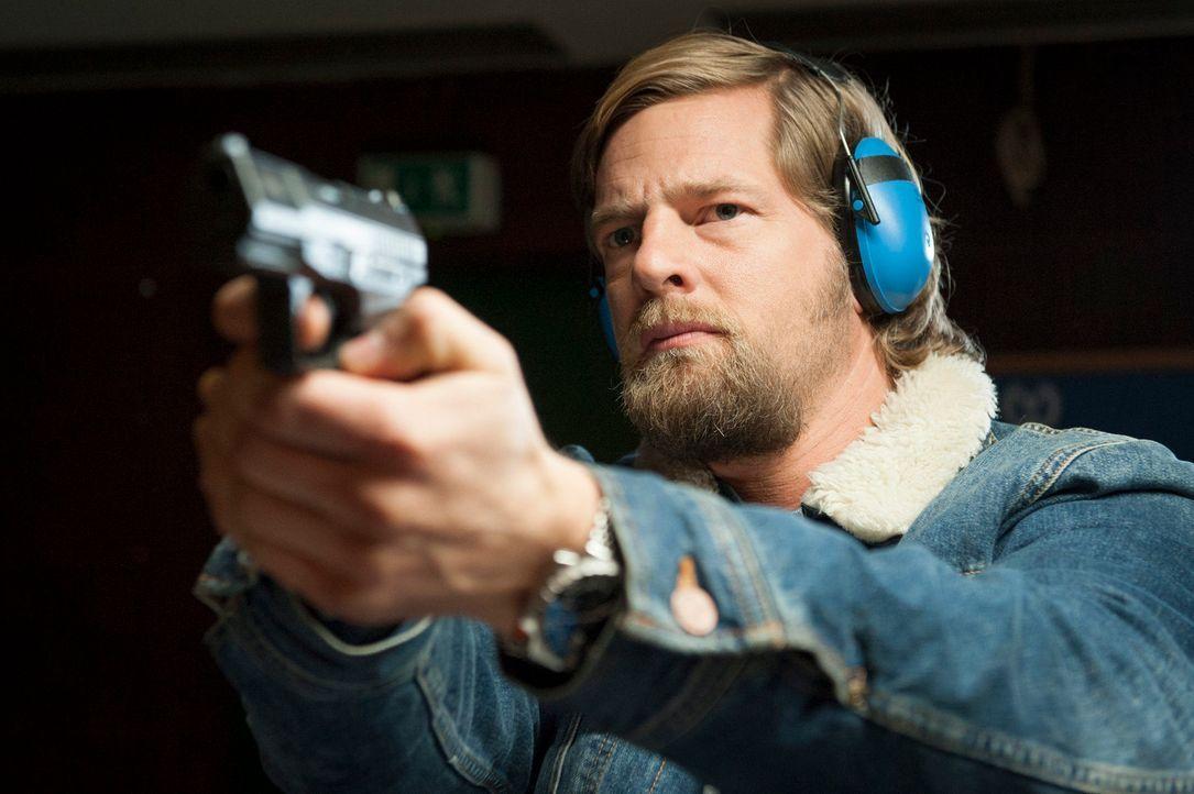 Ein neuer Mordfall führt Mick (Henning Baum) zurück in seine Vergangenheit - in die Polizeiakademie Essen, denn dort wurde die junge Polizistin Silk... - Bildquelle: Martin Rottenkolber SAT.1
