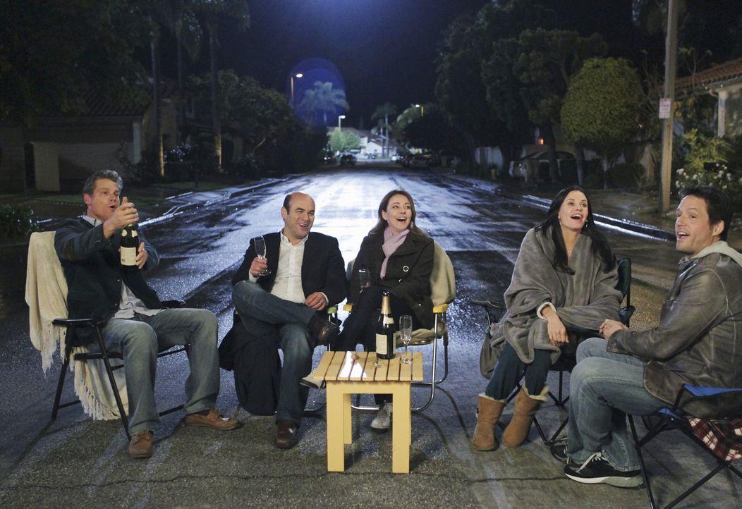 Valentinstag in Cougar Town: (v.l.n.r.) Bobby (Brian Van Holt), Andy (Ian Gomez), Ellie (Christa Miller), Jules (Courteney Cox) und Grayson (Josh Ho... - Bildquelle: 2010 ABC INC.