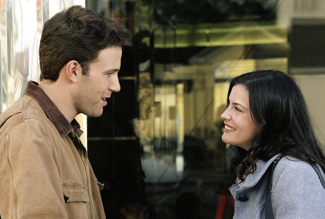 Eines Tages trifft Ollie (Ben Affleck, l.) auf die ebenso selbstbewusste wie quirlige Videothekarin Maya (Liv Tyler, r.), die sein Gefühlsleben gehö... - Bildquelle: Miramax Films. All rights reserved