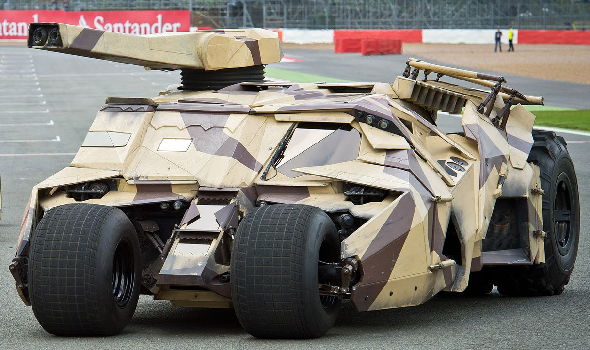 Batmobil-Tumbler-The-Dark-Knight-Rises-dpa - Bildquelle: dpa