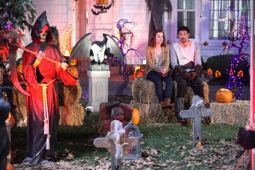 Suburgatory - Halloween in Chatswin: George (Jeremy Sisto, r.) und Tessa (Jan...