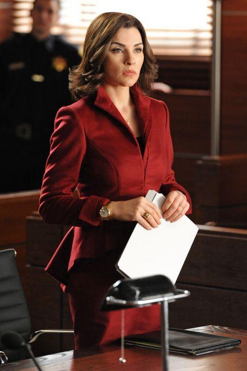Ausgerechnet, als Alicia (Julianna Margulies) unvorbereitet ins Gericht geht, könnte ihr Mandant lebenslänglich hinter Gitter gehen ... - Bildquelle: David M. Russell 2013 CBS Broadcasting, Inc. All Rights Reserved