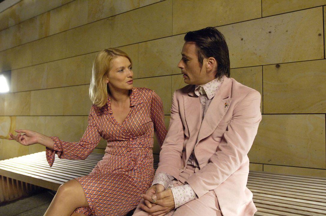 Immer wieder sucht Andrea (Doreen Jacobi, l.) Rat bei ihrem besten Freund Tom (Jan Sosniok, r.). Nicht ahnend, dass dieser keineswegs schwul ist ... - Bildquelle: Stefan Erhardt ProSieben
