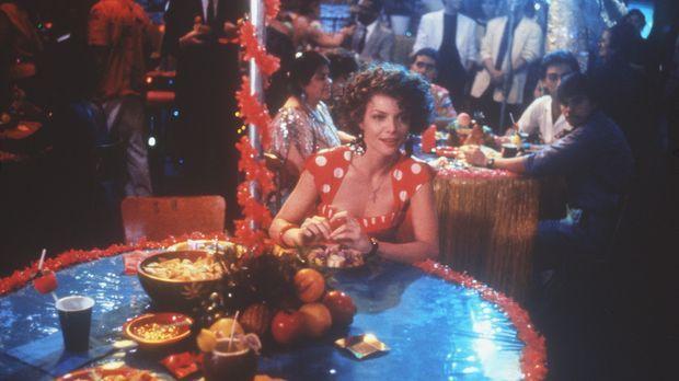 Als Mafiosi-Braut führt Angela (Michelle Pfeiffer) ein komfortables, jedoch e...