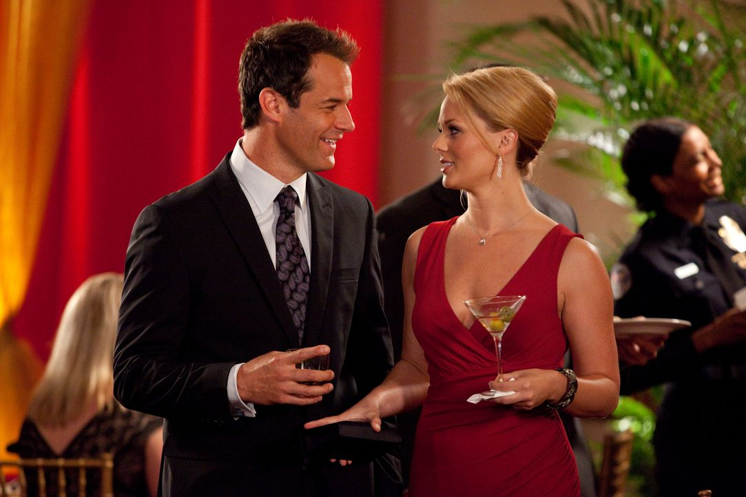 Sind nicht nur beruflich ein gutes Team: Jay (Josh Stamberg, l.) und Kim (Kate Levering, r.) ... - Bildquelle: 2009 Sony Pictures Television Inc. All Rights Reserved.