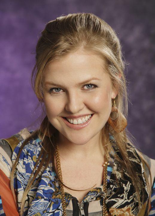 """(1. Staffel) - Einzig und allein in Christina (Ashley Jensen) findet Betty anfangs eine Freundin bei """"Mode""""  ... - Bildquelle: Buena Vista International Television"""