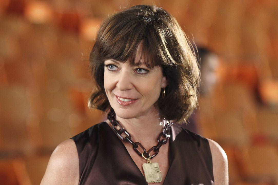 Wird die Beziehung zu ihrem Sohn jemals eine herzliche? Jedenfalls nicht so lange sich Crystal Cohen (Allison Janney) verhält wie bisher ... - Bildquelle: Sony Pictures Television Inc. All Rights Reserved.