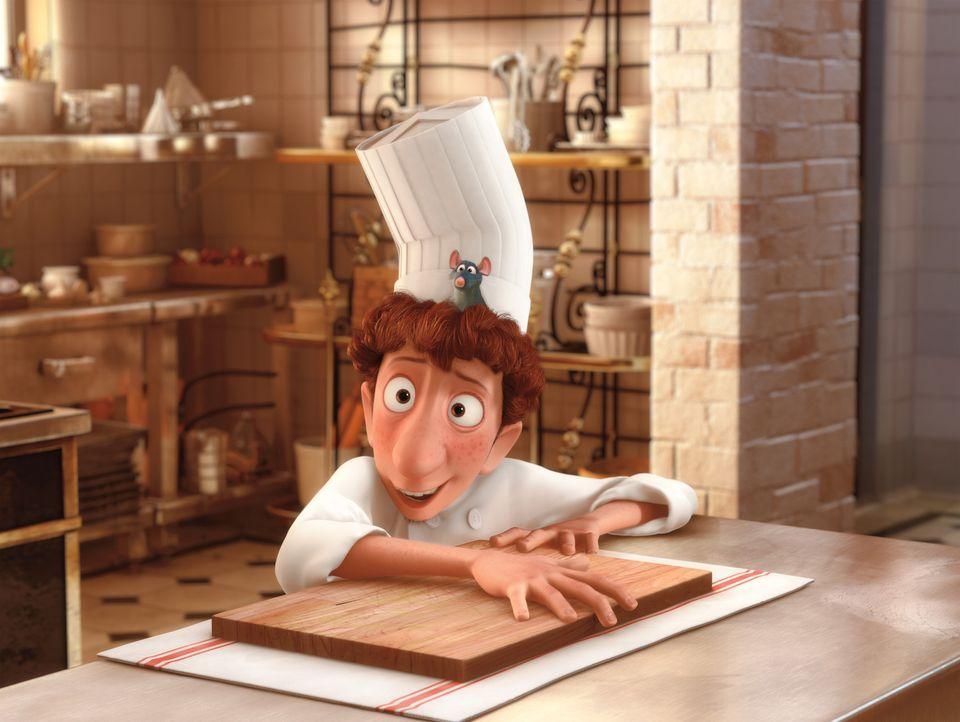Der tollpatschige Küchenjunge Linguini hat vom Kochen nicht die geringste Ahnung. Da kommt ihm das Können der Ratte Remy gerade recht ... - Bildquelle: Disney/Pixar.  All rights reserved