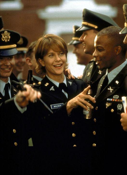 Die Helikopterpilotin Karen Walden (Meg Ryan) ist bei ihren Kameraden sehr beliebt und respektiert. - Bildquelle: Twentieth Century-Fox Film Corporation