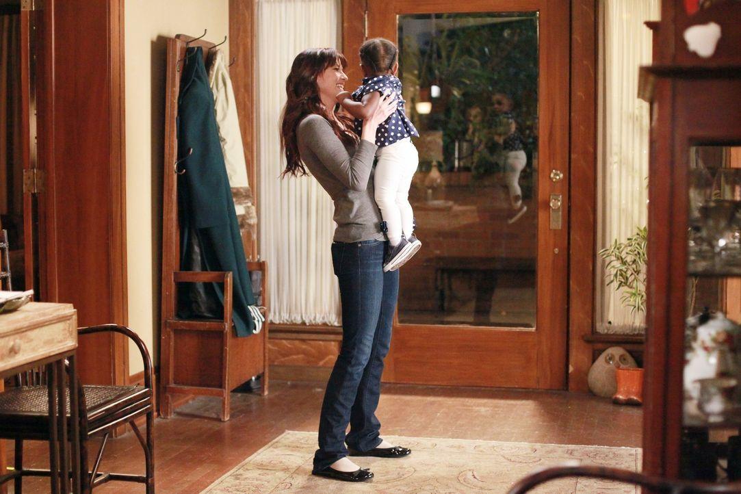 Am Valentinstag passt Lexie (Chyler Leigh, l.) auf Zola auf, damit Meredith und Derek mal wieder eine Nacht für sich haben können, während Ben versu... - Bildquelle: ABC Studios