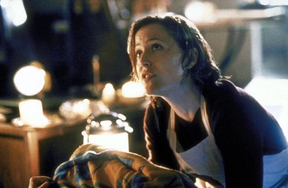 Scully (Gillian Anderson) gerät während eines Hurrikans in Lebensgefahr. - Bildquelle: TM +   2000 Twentieth Century Fox Film Corporation. All Rights Reserved.