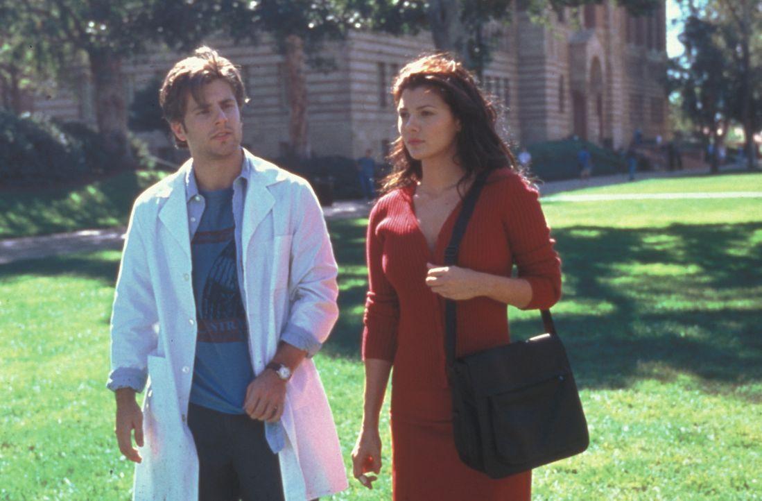 Eines Tages kehrt die echte Kate (Ali Landry, r.), die als Vorlage für den Klon diente, wieder ins Labor zurück. Jetzt bekommt Max (James Roday, r... - Bildquelle: Zide-Perry Productions