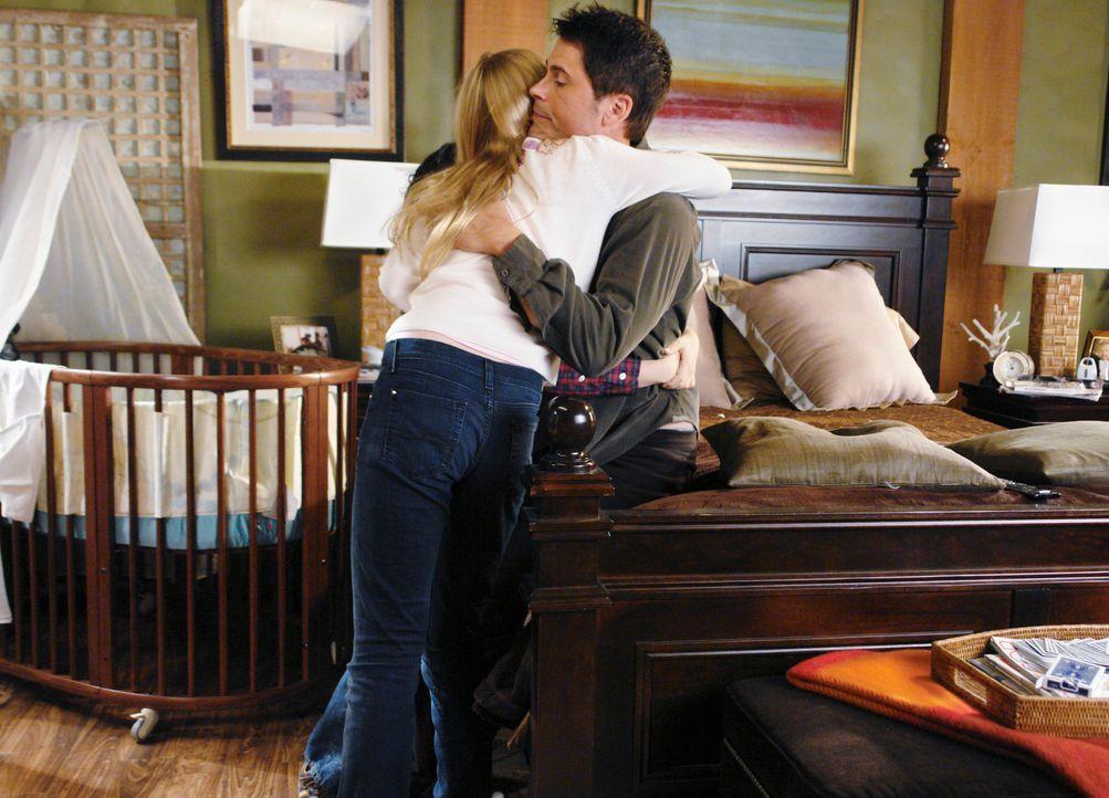 Endlich hat es Robert McCallister (Rob Lowe, r.) übers Herz gebracht, seinen Kindern Jack und Sophie (Justine Dorsey, l.) zu erzählen, dass er einen... - Bildquelle: 2008 ABC INC.