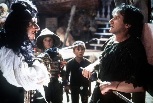Hook - Captain Hook (Dustin Hoffman, l.) will endlich seinen lang gehegten Ra...