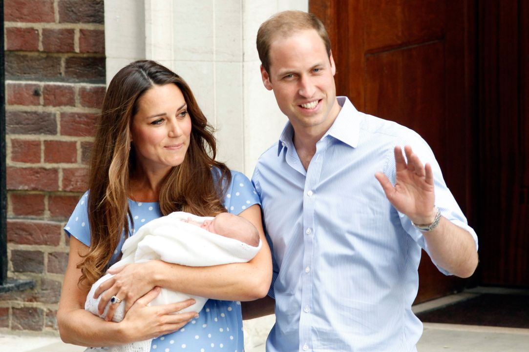 Prinz William und Kate zeigen ihren Sohn - Bildquelle: dpa, Verwendung nur in Deutschland