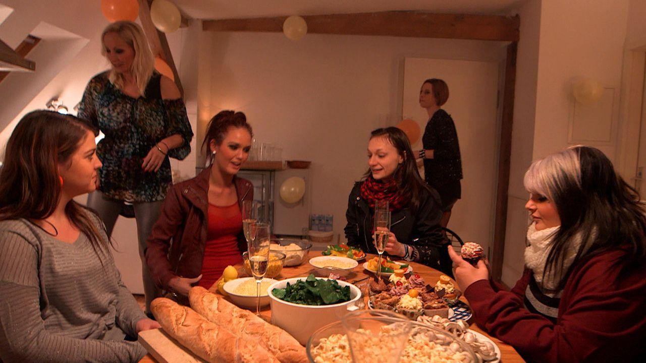 """heute ist """"Ladies Night"""" im Hause Wischnewski-Jäger: (v.l.n.r.) Sarafina, Doro, Michelle, Antonia, Niki und Nele ... - Bildquelle: SAT. 1"""