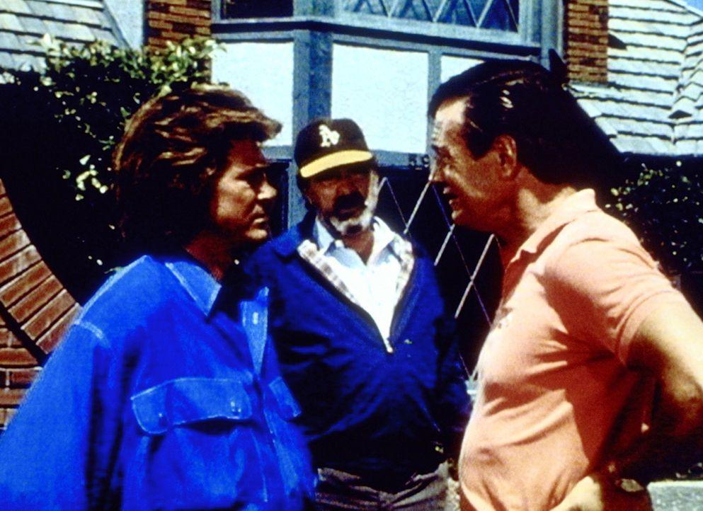 Brad (John Lawlor, r.) macht Jonathan (Michael Landon, l.) und Mark (Victor French, M.) klar, dass sie keine Schwarzen in ihrer Gegend dulden werden. - Bildquelle: Worldvision Enterprises, Inc.