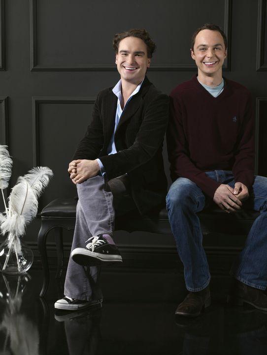 (1. Staffel) - Zwei brilliante Physiker: Dr. Leonard Hofstadter (Johnny Galecki, l.) und Dr. Sheldon Cooper (Jim Parsons, r.) ... - Bildquelle: Warner Bros. Television