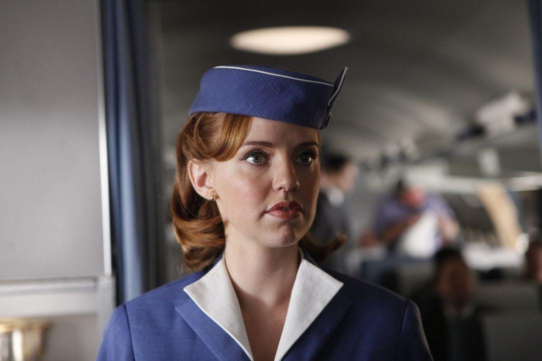 Kate (Kelli Garner) hofft, dass sie ein letztes Mal einen Auftrag ausführen muss, aber da hat sie die Rechnung ohne die CIA gemacht ... - Bildquelle: 2011 Sony Pictures Television Inc.  All Rights Reserved.