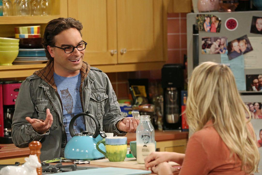 Leonard (Johnny Galecki, l.) und Penny (Kaley Cuoco, r.) geraten in Streit, weil Penny mit einem Kommilitonen aus dem College gemeinsam lernen möcht... - Bildquelle: Warner Bros. Television